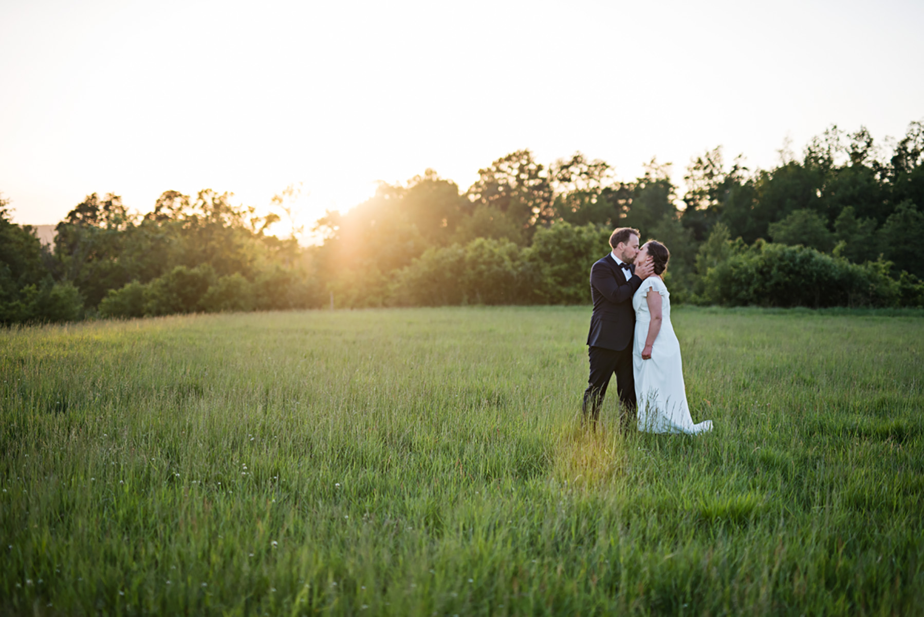 Emma & Johan – Lantligt bröllop i Öxnevalla