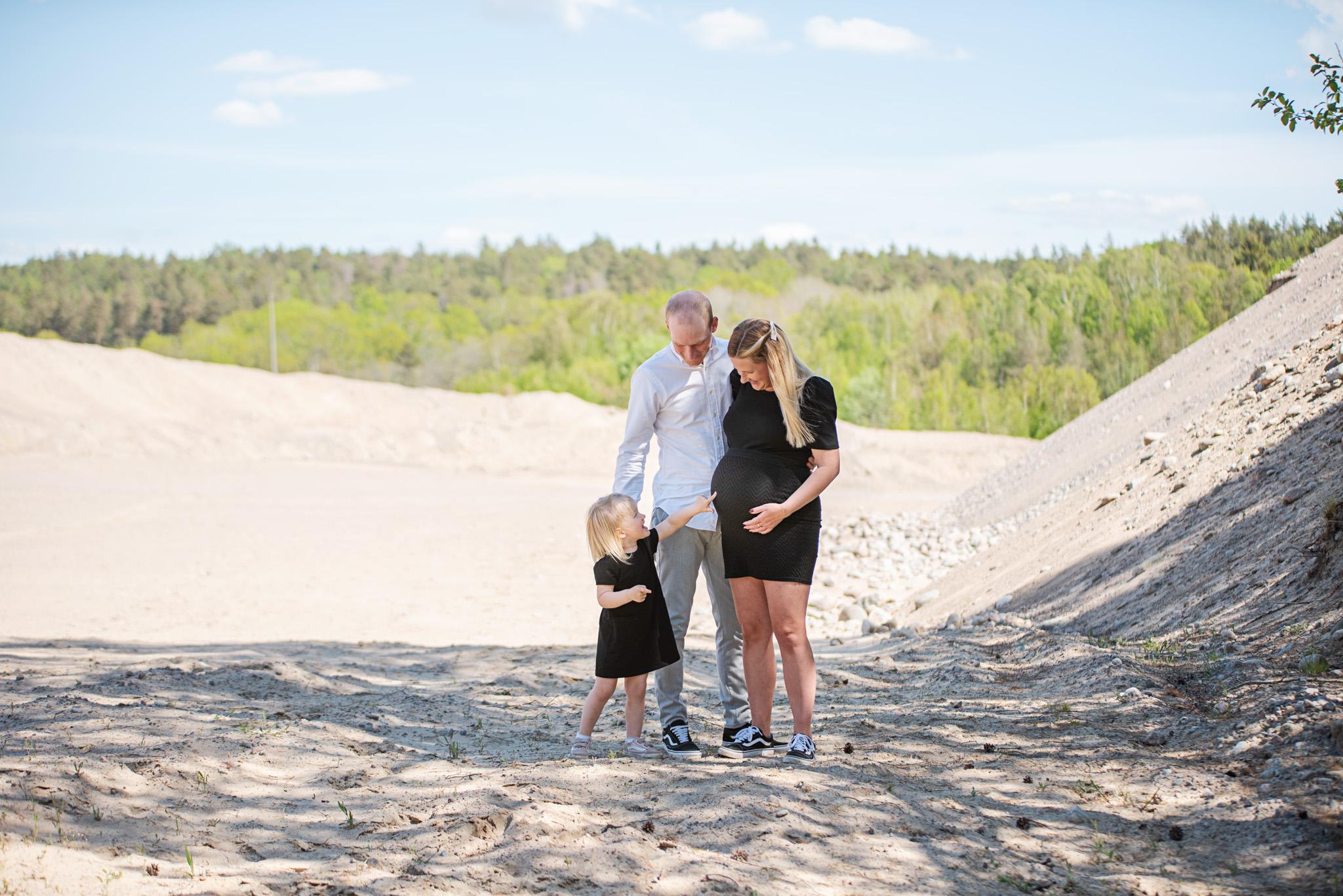 Gravidfotografering – Josefin, Andreas & Lowa